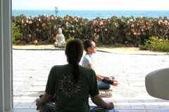 martine_and_jenesis_during_yoga_20120514_1017193245